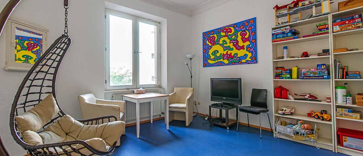 Raum-mit-Schaukelstuhl.jpg